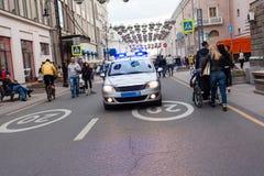 Paseos del coche policía Imágenes de archivo libres de regalías