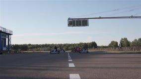Paseos karting F1 en el camino almacen de video