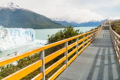 Paseos marítimos alrededor del glaciar de Perito Moreno fotografía de archivo libre de regalías
