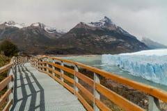 Paseos marítimos alrededor del glaciar de Perito Moreno fotos de archivo
