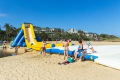 Paseos públicos de la diapositiva de apogeo de los días de fiesta de la playa Imagen de archivo libre de regalías
