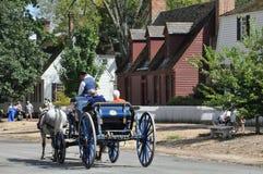 Paseos traídos por caballo del carro en Williamsburg, Virginia foto de archivo libre de regalías