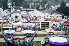 Paseos y atracciones del carnaval desde arriba fotos de archivo libres de regalías