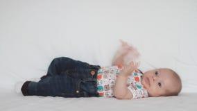 Pasgeboren baby stock video