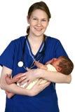 Pasgeboren baby en Verpleegster stock afbeelding