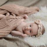 Pasgeboren babygirl Stock Foto's