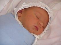 Pasgeboren babyjongen Royalty-vrije Stock Afbeeldingen
