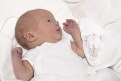 Pasgeboren babymeisje Royalty-vrije Stock Afbeeldingen