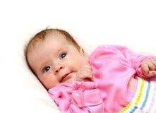 Pasgeboren babymeisje op hoofdkussen royalty-vrije stock foto