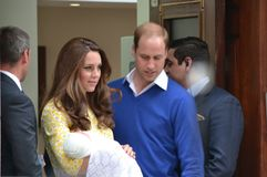 Pasgeboren de babyprinses van Duke Duchess Cambridge stock fotografie
