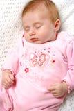 Pasgeboren meisjesslaap royalty-vrije stock foto