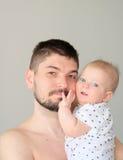 Pasgeboren met vader Royalty-vrije Stock Foto's
