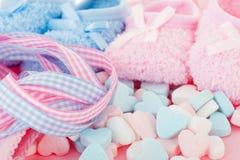 Pasgeboren roze en blauw stock afbeelding