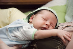 Pasgeboren slaapbaby Stock Foto's