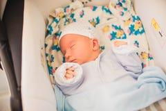 Pasgeboren weinig babyslaap Royalty-vrije Stock Fotografie