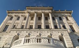 Pashkov议院是在俯视克里姆林宫的西部墙壁的小山站立的一个新古典主义的豪宅, 免版税库存照片