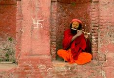 Pashupathinath Mandir, Katmandu, Nepal - 1º de janeiro de 2017 músico Fotos de Stock Royalty Free