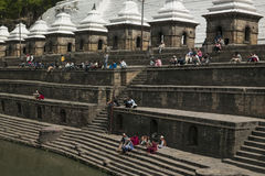 Pashupatinath Świątynny Ghats, Kathmandu, Nepal - obrazy stock