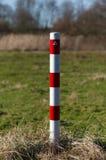 Pasiasta czerwieni i bielu słupów sygnałowa barykada Obrazy Royalty Free