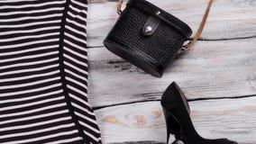 Pasiasta suknia i czarna kiesa zdjęcie wideo