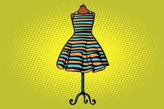 Pasiasta suknia w studiu na atrapa przodu wieszaku royalty ilustracja
