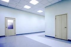 Pasillo azul de la oficina Imagenes de archivo