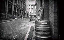 Pasillo blanco y negro del backstreet Fotografía de archivo libre de regalías