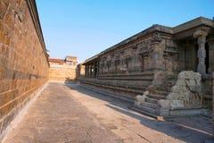 Pasillo, capilla de Deivanayaki Amman, adyacente al templo de Airavatesvara, Darasuram, Tamil Nadu Visión desde el noroeste Fotos de archivo libres de regalías