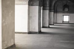 Pasillo con las columnas en la iglesia Fotos de archivo libres de regalías