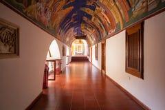 Pasillo cubierto en el monasterio famoso de Kykkos Imagenes de archivo
