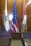 Pasillo de banderas, homenaje al La Rabida de todas las naciones de las Américas, en el ½ del siglo XV del ¿de Monasterio de Sant Imágenes de archivo libres de regalías