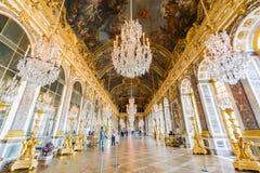Pasillo de espejos del palacio famoso de Versalles imágenes de archivo libres de regalías
