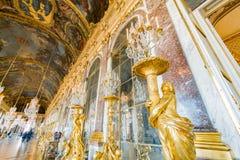 Pasillo de espejos del palacio famoso de Versalles imagen de archivo libre de regalías