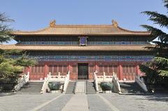 Pasillo de la adoración de antepasados en palacio chino Foto de archivo libre de regalías