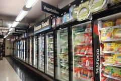 Pasillo de la comida congelada Fotos de archivo