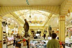 Pasillo de la comida de Harrods en los grandes almacenes de Harrods Imágenes de archivo libres de regalías