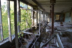 Pasillo de la escuela en Pripyat, zona de Chornobyl Imágenes de archivo libres de regalías