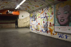 Pasillo de la estación de metro de Roma, Italia fotografía de archivo