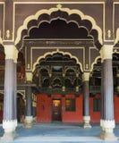 Pasillo de la recepción en Tipu Sultan Palace en Bangalore. fotos de archivo libres de regalías