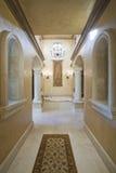 Pasillo de mármol del vestíbulo en casa Imagen de archivo
