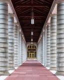 Pasillo de pilares fotografía de archivo libre de regalías