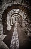 Pasillo de un castillo antiguo Imagen con efecto del alto contraste fotografía de archivo libre de regalías