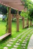 Pasillo del arco en parque Fotografía de archivo libre de regalías