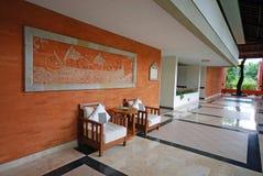 Pasillo del centro turístico de lujo en Bali, Indonesia fotos de archivo