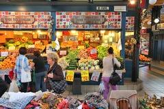 Pasillo del mercado de Budapest Fotografía de archivo libre de regalías