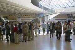 Pasillo del museo del Louvre, París, Francia Imágenes de archivo libres de regalías