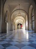 Pasillo del palacio dentro del castillo de Versalles en Francia Imagen de archivo libre de regalías