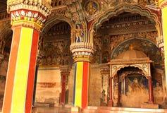 Pasillo dharbar del pasillo del ministerio del palacio del maratha del thanjavur con los visitantes Imagen de archivo libre de regalías