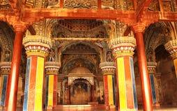 Pasillo dharbar del pasillo del ministerio del palacio del maratha del thanjavur con los visitantes Fotografía de archivo