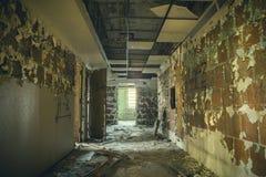 Pasillo en el edificio abandonado Imágenes de archivo libres de regalías